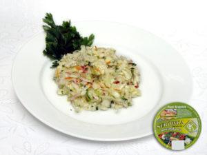 Kapusta biała, ogórek zielony, marchew, rzodkiewka, natka pietruszki, dodatki iprzyprawy łagodna – zestaw czerwono-zielonych warzyw ołagodnym smaku zwyraźną nutą świeżego ogórka.